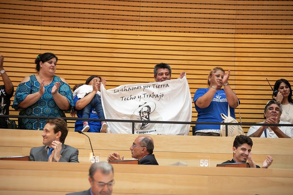 Familias de la Cooperativa Felipe Varela en la Legislatura