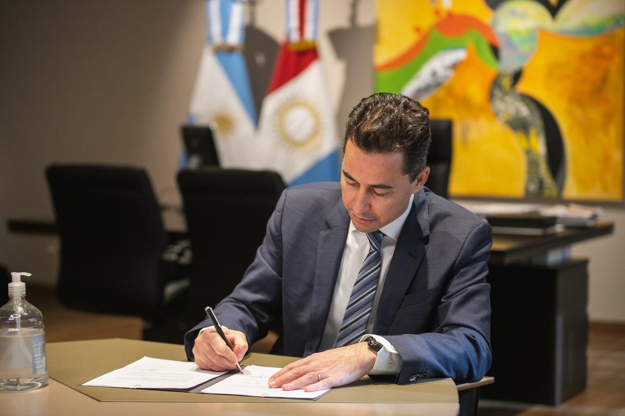 Calvo firmó convenios con universidades (4)
