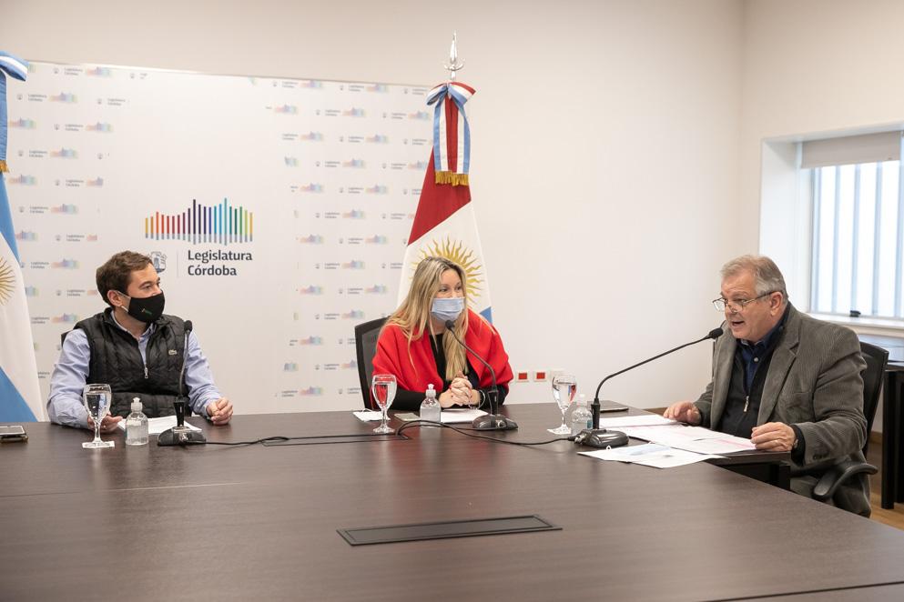 El legislador Ambrosio presentó a las comisiones su proyecto junto a la legisladora Paleo
