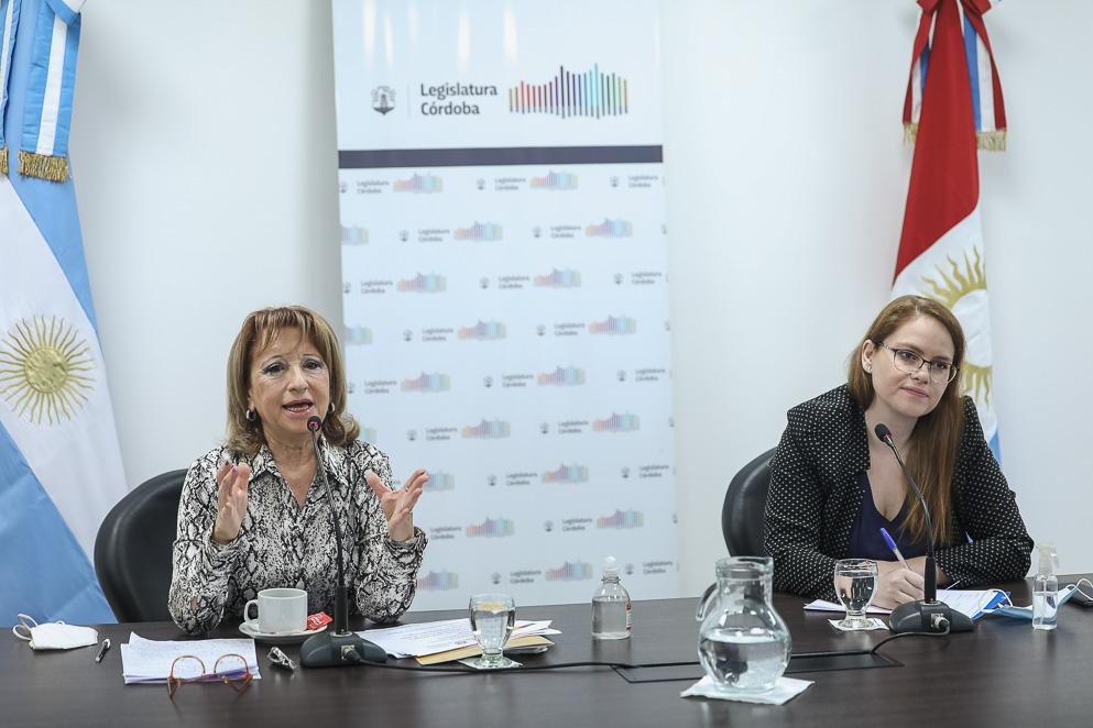 Amelia López presentó un informe sobre las adicciones en menores
