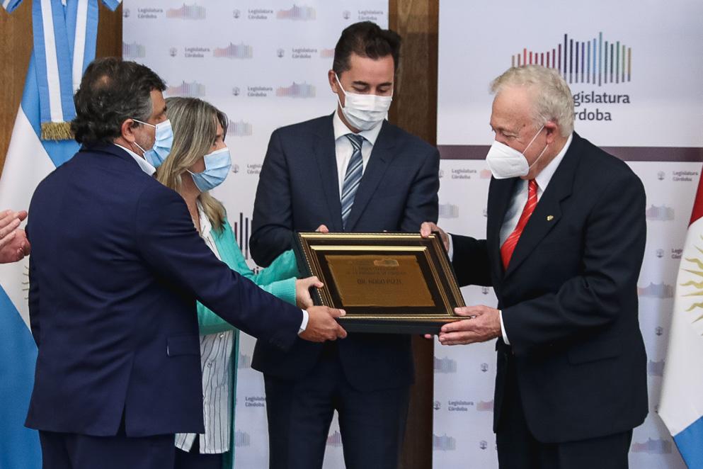 La Legislatura reconoció la trayectoria profesional del médico cordobés Hugo Pizzi