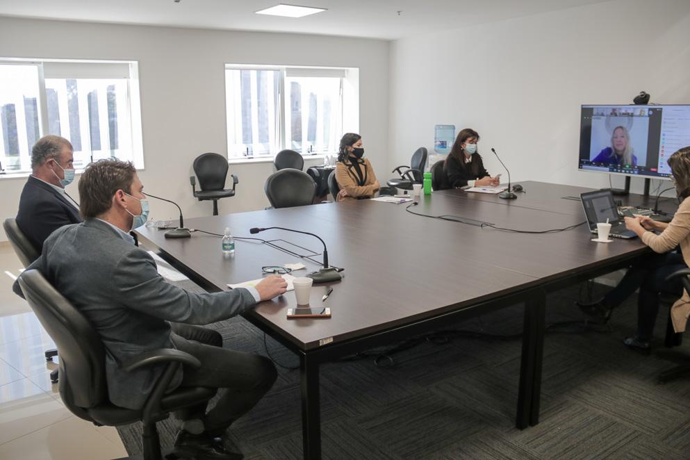 Tres comisiones tratan ya el proyecto para que Córdoba pueda comprar vacunas Covid