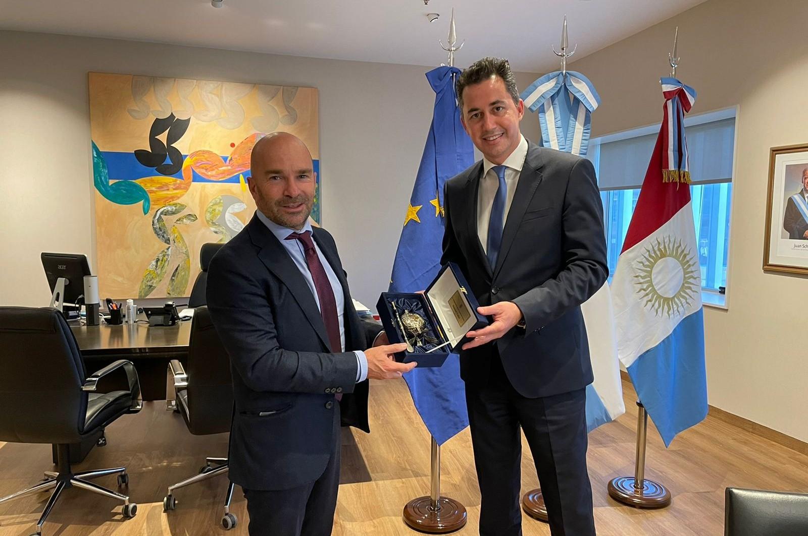 Manuel Calvo recibió a Amador Sánchez Rico, embajador de la UE